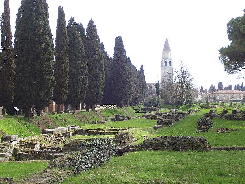 Аквилея (итал. Aquileia, фриульск. Aquilee)