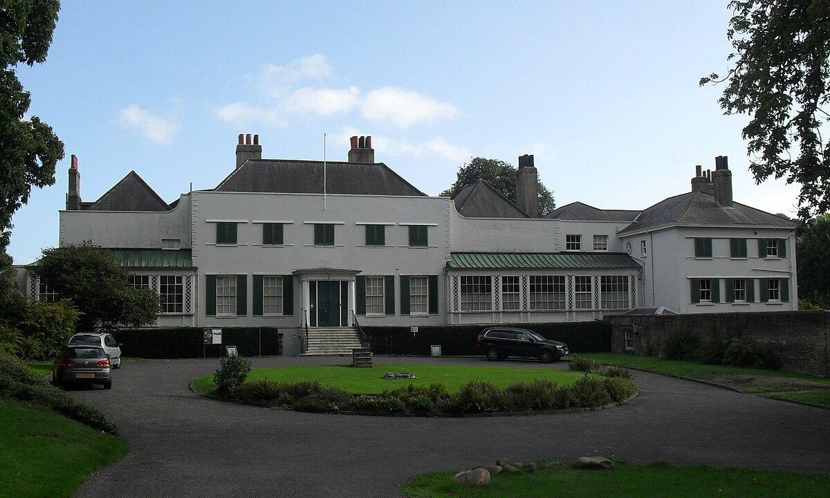 Preston manor brighton wikipedia for Brighton house