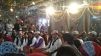 Nizamuddin Dargah - Qawwali session at Nizamuddin