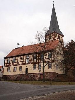 Rathaus und Pfarrkirche in Röllbach