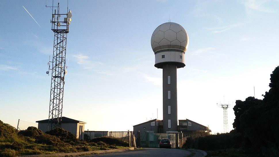 Estación de radar no Monte Caxado