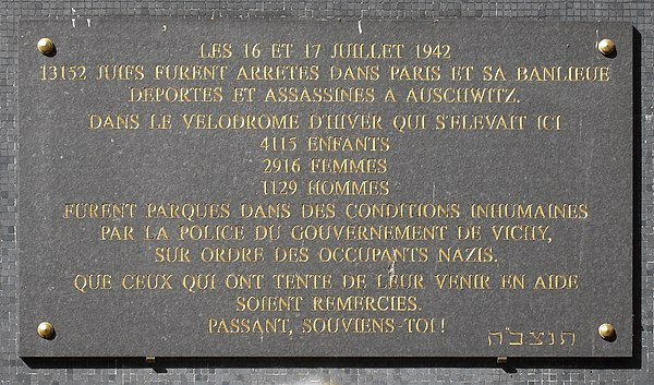 Commemorative plaque to the victims held in the Vel' d'Hiv after the 16-17 July 1942 roundup of Jews in Paris Rafle du Vel d'Hiv jardin du souvenir plaque.JPG