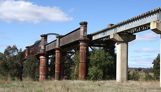 Railway bridge Lachlan River south of Cowra NSW 1