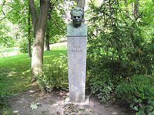 Reger-Denkmal von 1937 im Englischen Garten von Meiningen (Quelle: Wikimedia)
