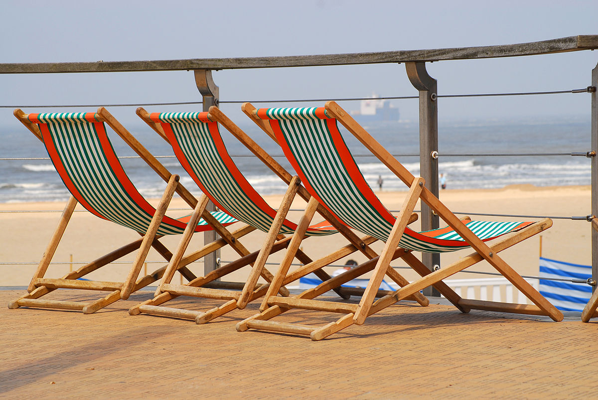 Beach furniture - Wikipedia