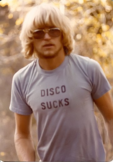 Man wearing a Disco Sucks T-shirt. Rich Carey, 1977.jpg