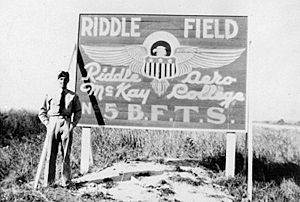 Airglades Airport - Image: Riddle Field FL Sign