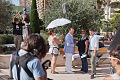 Roger Moore sur le tournage de Incompatibles 2.jpg