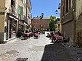 Rue Saint-Pierre (Embrun) et orée de la place.jpg