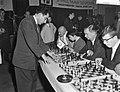 Russische schakers op simultaantoernooi te Hilversum, Bestanddeelnr 910-8986.jpg
