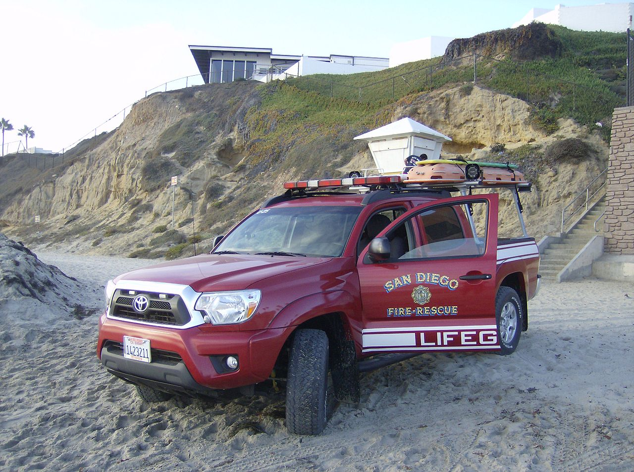 File:SDFD Lifeguard truck JPG - Wikimedia Commons