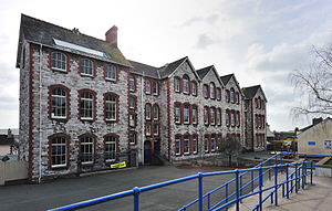 Hyde Park Junior School - Salisbury Road Junior School with its original pitched roof