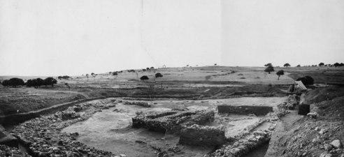 Sammansättningsbild. Temenos från sydöst. Ajia Irini. utgrävning. Αγια Ειρηνη - SMVK - C02480 a-b.tif