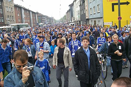 S04 fans in the streets of Gelsenkirchen on a matchday. Schalker Massen01.jpg
