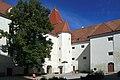Schloss Orth 2012 Innenhof a.jpg