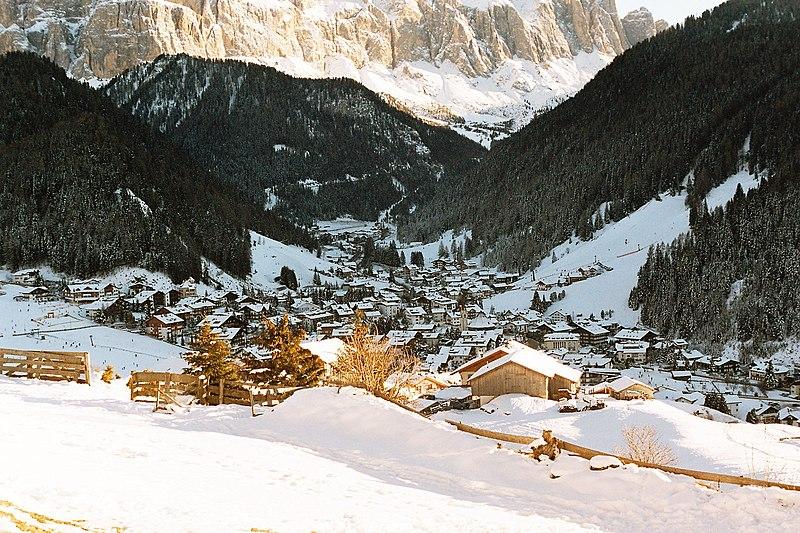 File:Selva Val Gardena.jpg
