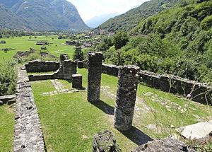 Blick über die Säulenhalle nach Süden