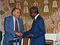 Simai Mihály és Kofi Annan.jpg