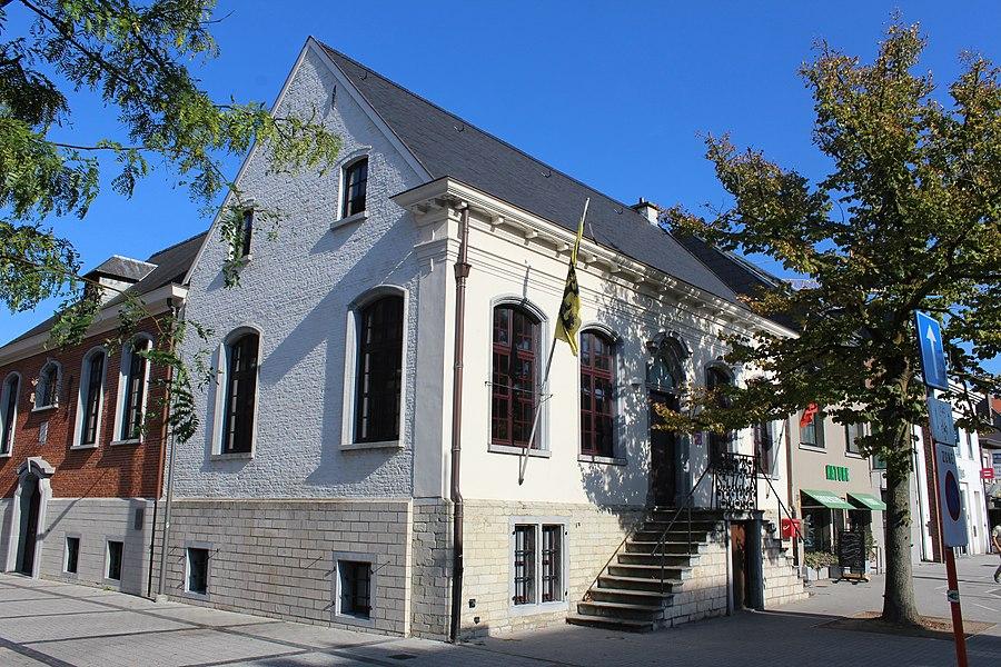 Sint-Gillis-Waas: oud gemeentehuis