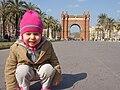 Small child by the Arc de Triomf in Barcelona.jpg