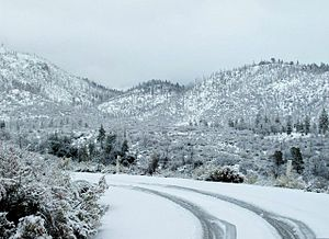 English: Snow on the mountains of Southern Cal...