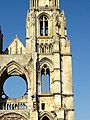 Soissons (02), abbaye Saint-Jean-des-Vignes, abbatiale, clocher nord, étage de beffroi et 1er étage, vue depuis l'est.jpg