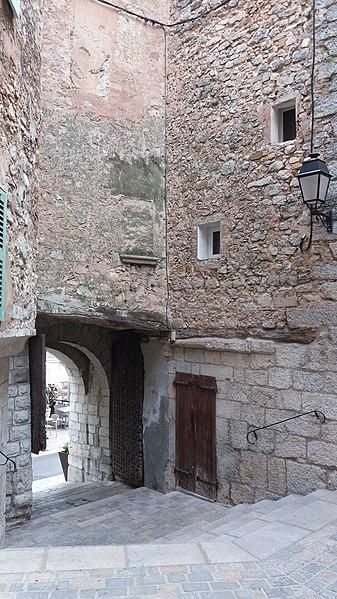 Sortie porte Saint-Jean - La Cadière d'Azur.