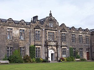English: St Andrews University.