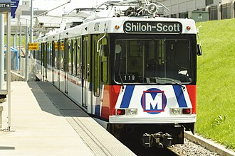 MetroLink (St. Louis) - A MetroLink train leaving Union Station.