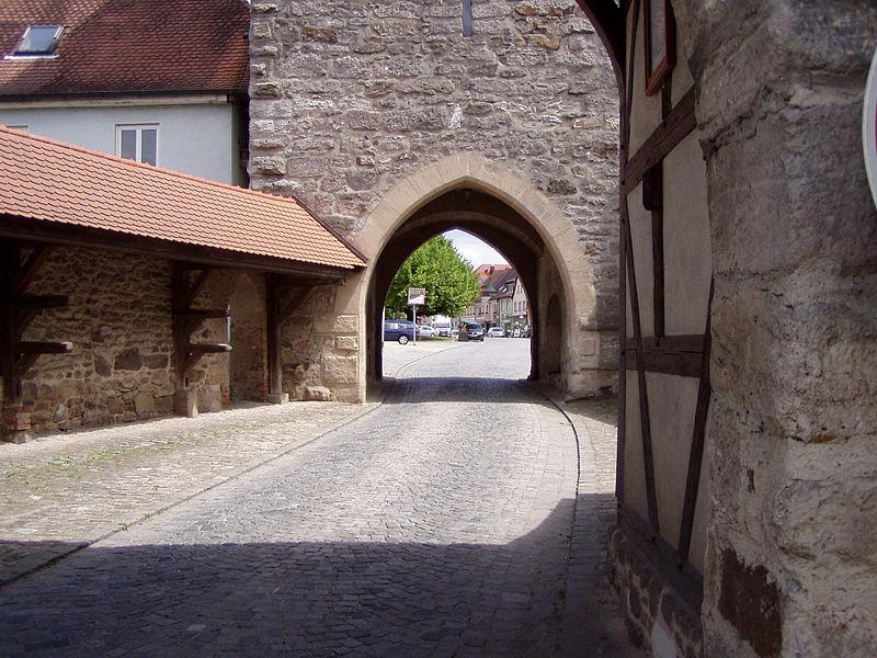 File:StadttorSchlüsselfeld.JPG