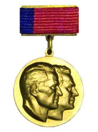 Yevgeny Leonov - Image: State Prize of RSFSR Vasilyevyh medal