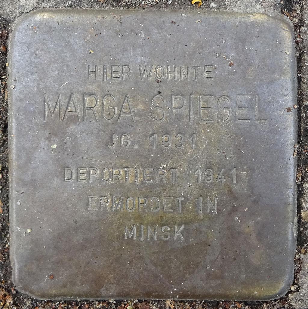 Stolperstein Karolinenstraße 27-28 (Marga Spiegel) in Hamburg-St. Pauli.JPG