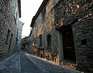 Stone houses in Vaison-la-Romaine, Vaucluse de...