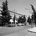 Straatbeeld met King David Hotel, auto's en taxi's ervoor aan de King David Stre, Bestanddeelnr 255-2262.jpg