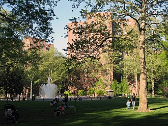 Stuyvesant Town–Peter Cooper Village - Stuyvesant Town's central green, the Oval
