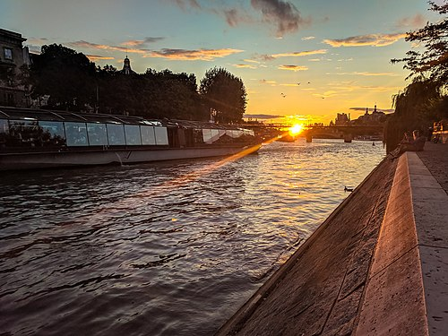 Sunset from Square du Vert-Galant.jpeg