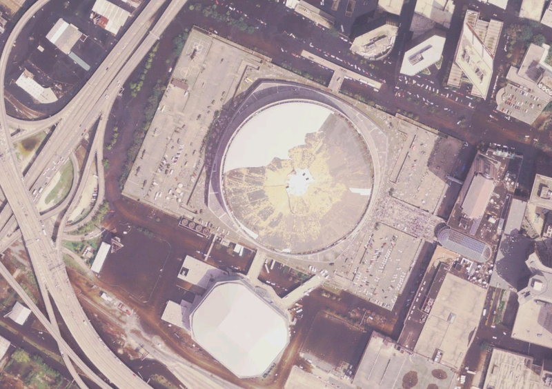 Fitxer:Superdome after Katrina satellite view.png