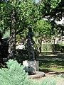 Számoló kislány (Mikus Sándor), Budafoki szobor egy parkban.jpg