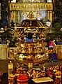 Taipeh Longshan-Tempel Zweiter Hof Räucherstäbchenhalter bei Nacht.jpg