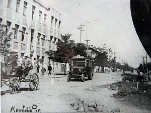 The main street in Kryvyi Rih in the early 20th century.jpg
