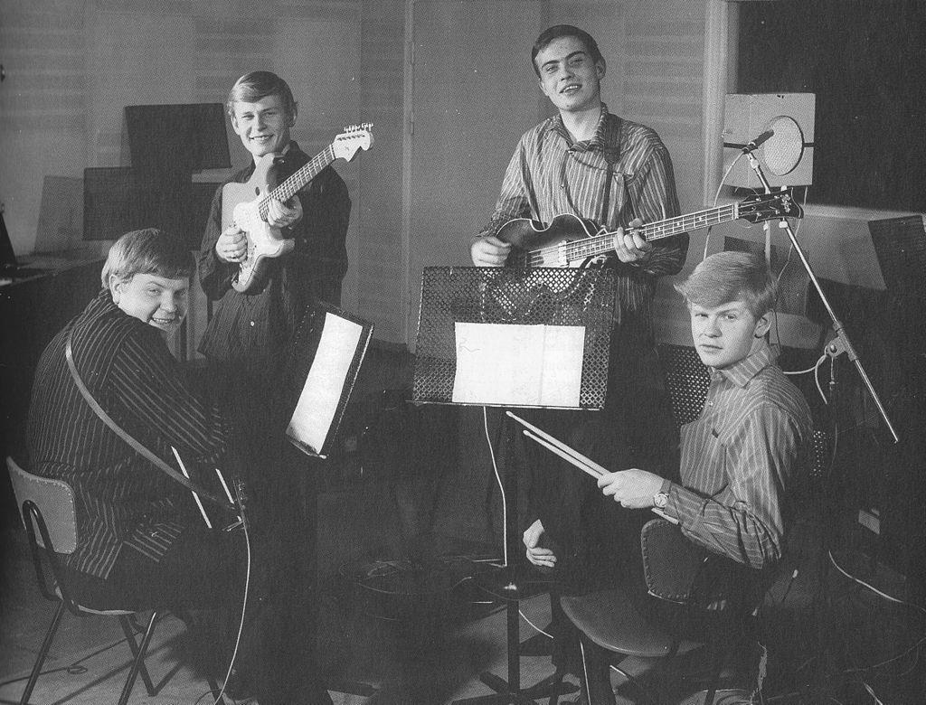 Eero ja Jussi & The Boys Akku-studiolla