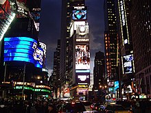 One Times Square de nuit.