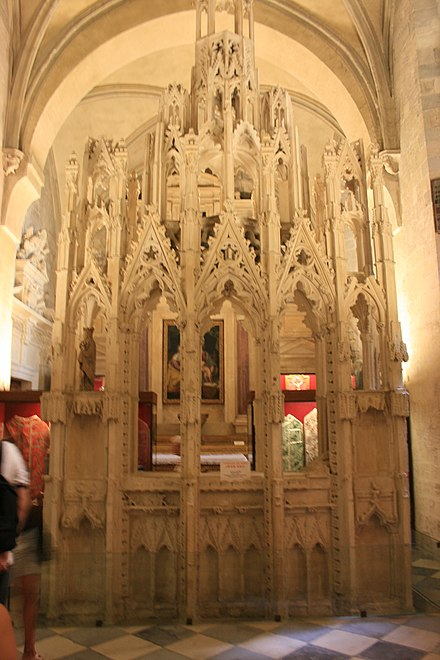 Tomb of John XXII in the Treasury room of the Cathedrale Notre-Dame des Doms d'Avignon Tombeau de Jean XXII.jpg
