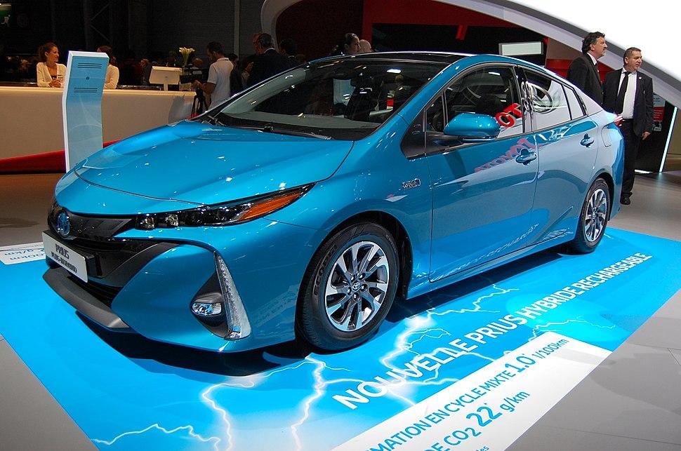 Toyota Prius Plug-in Hybrid - Paris Motor Show 2016 01