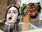 Raffigurazione di maschere tragicomiche del teatro romano antico