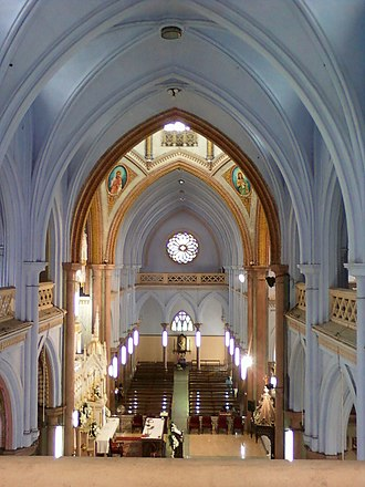 Basilica of Our Lady of Dolours, Thrissur - Image: Transept