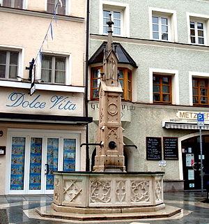 Trostberg, Marktbrunnen.jpg