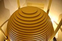 Tuned mass damper - Taipei 101 - Wikimania 2007 0224.jpg