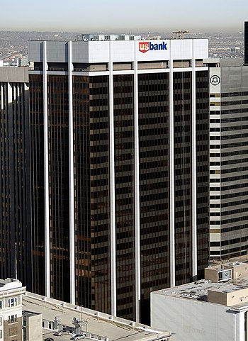 English: US Bank tower in Denver, Colorado. Are banks a source of REIT risk?
