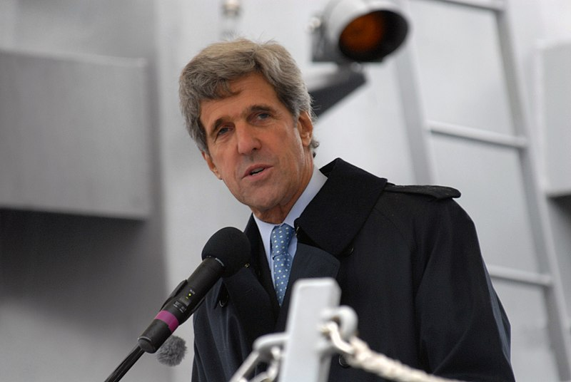 File:US Navy 071103-N-9909C-003 Sen. John Kerry welcomes the Sailors of USS Sampson (DDG 102).jpg